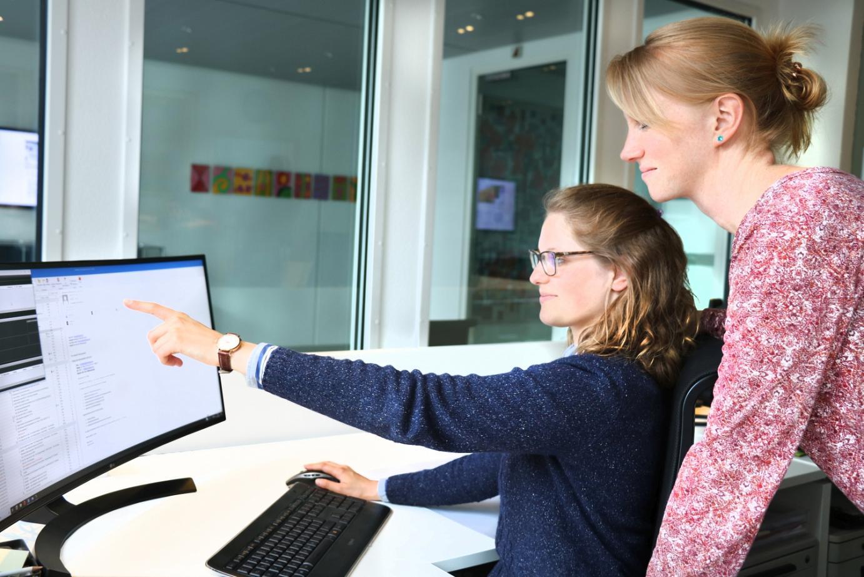 Melanie Ott und Aubildungsleiterin Heike Lösing
