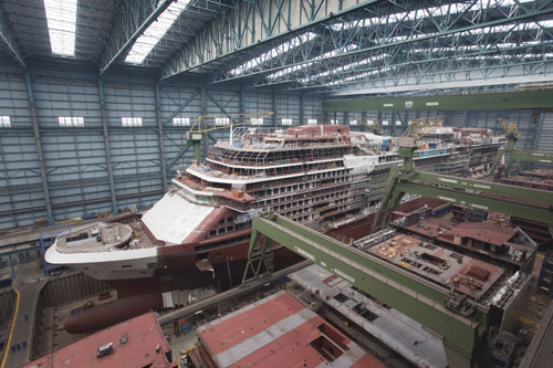 Dry dock in a large-scale shipyard (Photo: Meyer Werft)
