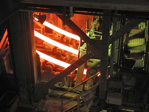 Hochdynamische Steuerung beim Strangguss in der Stahlindustrie