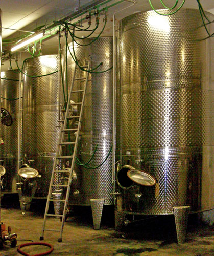 Fermentation tanks for temperature-controlled fermentation
